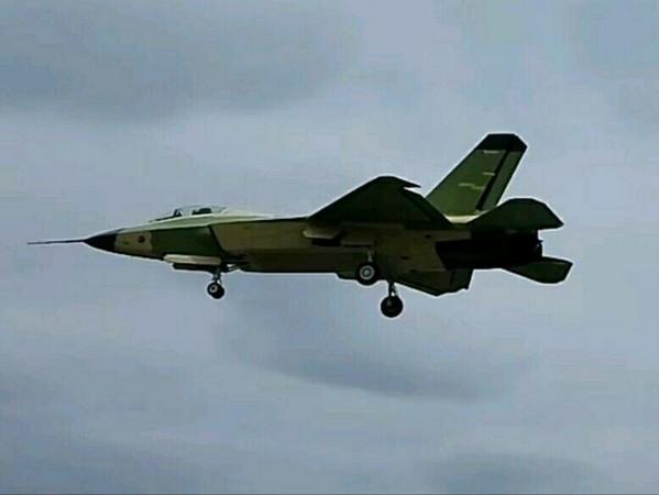 瀋飛研製的殲-31「鶻鷹」2.0新試飛照片曝光。(圖/翻攝自大陸軍事網站)