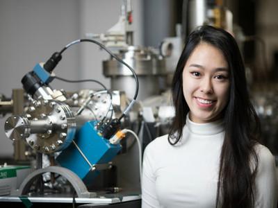 19歲正妹把玩「方舟反應爐」 呼籲女科學家比核融合強大