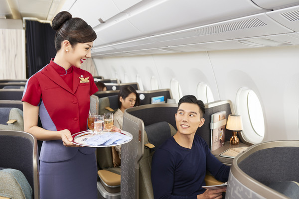 華航宣布招募空服員,月薪65K起跳。(圖/華航提供)