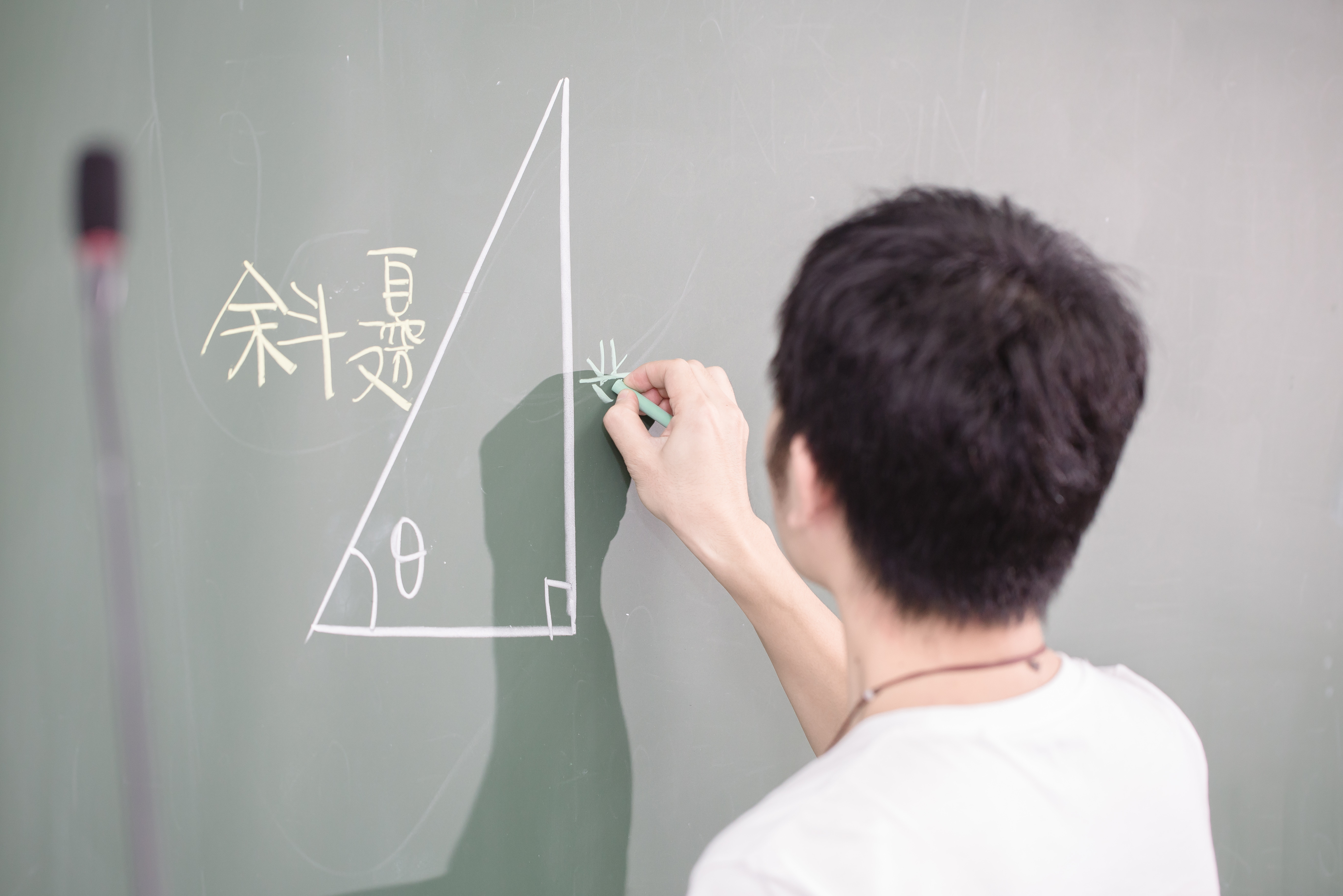 親子教育、高中,學生上課,高中數學,教育,互動問答,舉手發問,教室(圖/記者林世文攝)