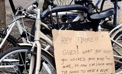 腳踏車被陌生人上鎖 苦主:我先去喝杯啤酒冷靜一下,錢你付