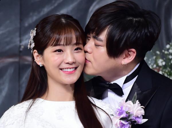 Crayon Pop昭燏、文熙俊在2017年2月結婚。(圖/CFP)