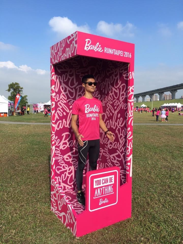 《Barbie Run》熱血燙男肯尼高雄陪跑  女孩都尖叫啦!(圖/barbie run提供)