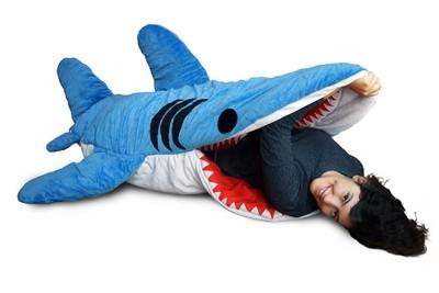 超萌「鯊魚」睡袋 讓人好想被咬