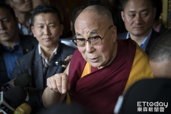 藏人精神領袖達賴喇嘛於4月造訪位於阿魯納恰爾邦的達旺,六世達賴喇嘛倉央喜措出生地。(圖/達志影像/美聯社)