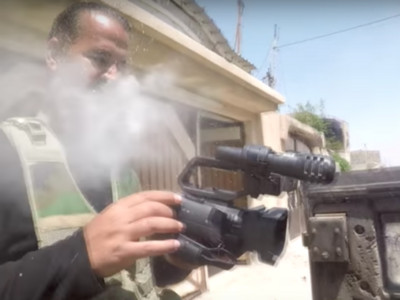 胸前「GoPro」硬扛住ISIS狙擊! 伊戰地記者死裡逃生