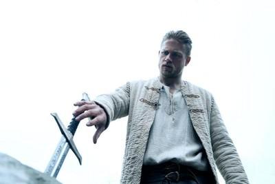 【影評】《亞瑟:王者之劍》 中二的亞瑟王
