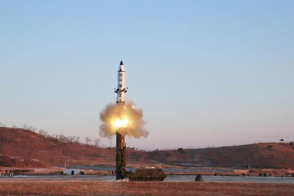 北韓試射北極星2型彈道導彈,金正恩。(圖/路透社)
