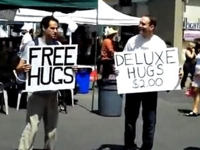 60元買一個擁抱比「免費擁抱」熱門?這實測影片讓人難以置信