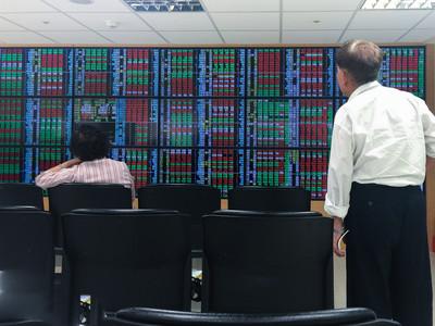 台股開盤小漲14點 9700大關前震盪徘徊