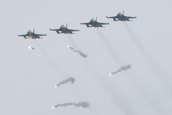 國軍「漢光33號」演習實兵演練,IDF經國號戰機發射熱焰彈(圖/記者季相儒攝)