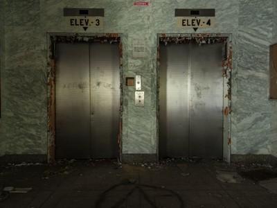 「隻身受困陰暗電梯」 這個夢意味你正處於強烈危機意識