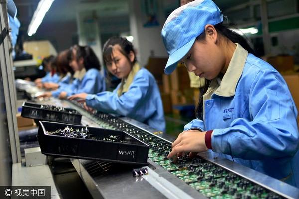 勞工,女工,作業員,工廠,勞保年改,低薪(圖/視覺中國CFP)