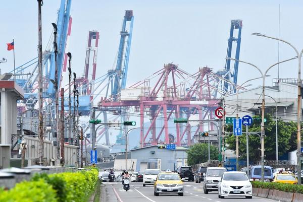貨櫃,進出口,投資,經濟,景氣,GDP,經濟成長率。(圖/記者李毓康攝)