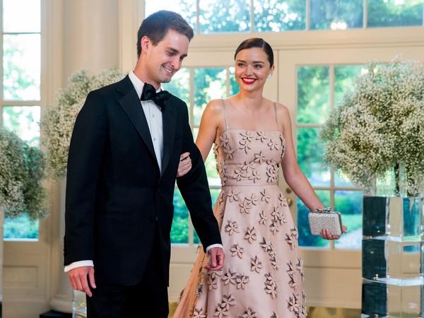 超模米蘭達可兒出嫁高富帥老公伊凡史匹格(Evan Spiegel)。(圖/達志影像/美聯社)