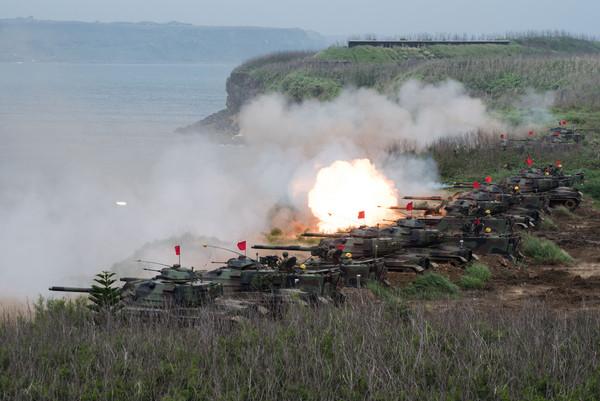 國軍「漢光33號」演習實兵演練,M60A3戰車砲射擊(圖/記者季相儒攝)