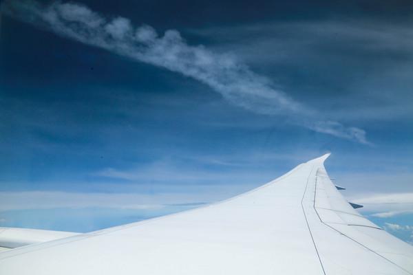 在飛機上睡覺方法,選擇靠窗的位置(圖/記者林世文攝)
