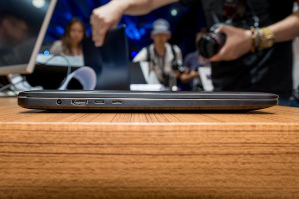 華碩 ASUS ZenBook Pro 筆電動手玩。(圖/記者莊友直攝)