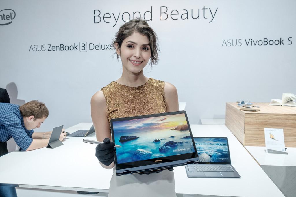 華碩ZenBook Filp S變形筆電體驗。(圖/記者莊友直攝)