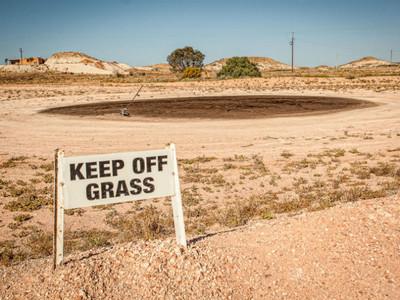 澳洲沙漠出沒兩千名「地底人」 吃住工作全在地表下