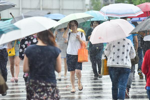 ▲下雨,雨天,天氣,積水,豪大雨,雷陣雨,梅雨,降雨,氣象,行人(圖/李毓康記者攝)