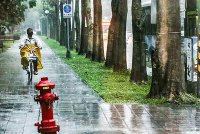 琵琶最新路徑曝!北東「連7天雨」有秋意逐漸轉涼