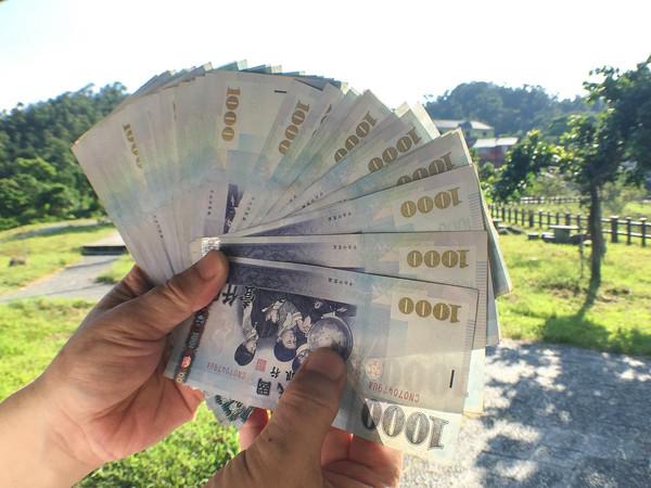 ▲金融,投資,鈔票,1000元,消費(圖/記者張一中攝)
