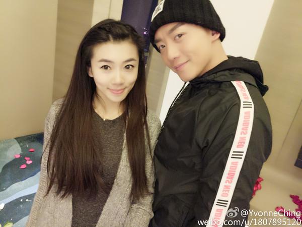 ▲鄭愷跟女友程曉玥錄《我們相愛吧》。(圖/取自程曉玥微博)