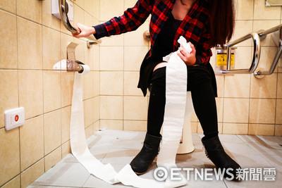婦人便秘蹲廁所 記憶瞬間停在10年前