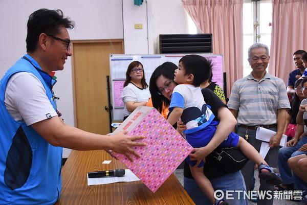 花蓮市立幼兒園辦理新生入學公開抽籤,今年中籤率近六成三。(圖/花蓮市公所提供)