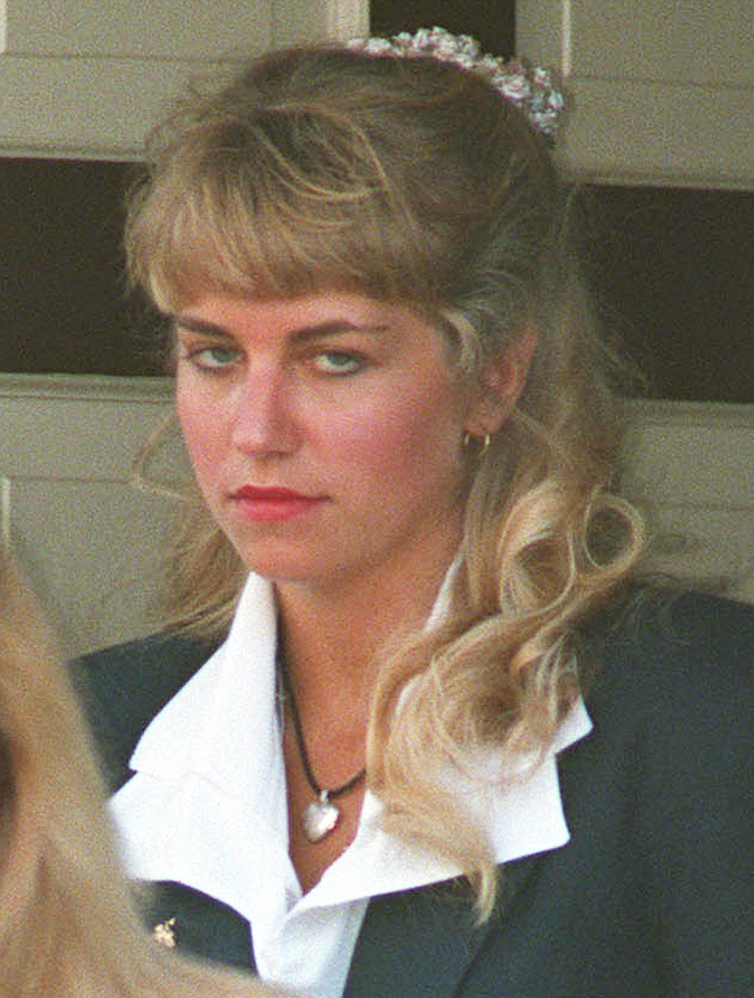 加拿大男女Karla Homolka和Paul Bernardo,25年前犯下3名少女姦殺案,震驚社會。(圖/達志影像/美聯社)