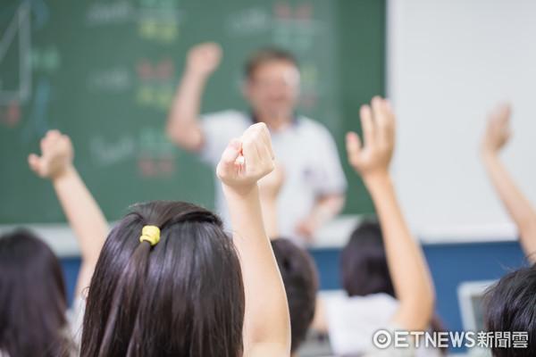 親子教育,學生,上課,小學,校園,高中,教育,互動問答,舉手發問,教室(圖/記者林世文攝)