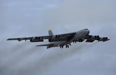 美軍2架B-52轟炸機再飛越南海!