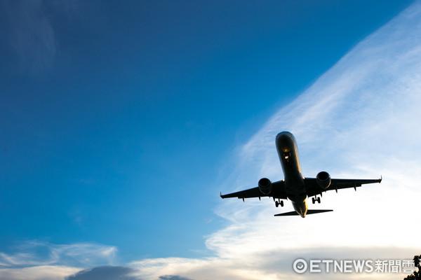 ▲松山機場,飛機,飛機降落(圖/記者徐文彬攝)