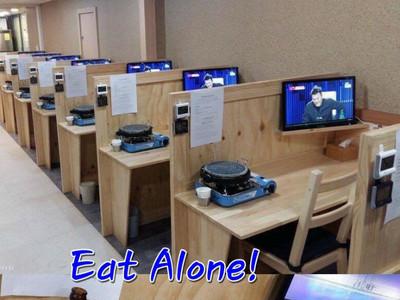 邊緣人專屬烤肉餐廳!只有1人座,搭載獨立電視…吃到悲從中來