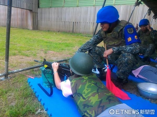 花蓮四維高中80名學生,參加花防部舉辦的射撃體驗活動 。(圖/花防部提供)