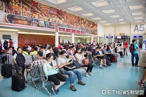 登機門,桃園機場,候機,旅客(圖/記者季相儒攝)