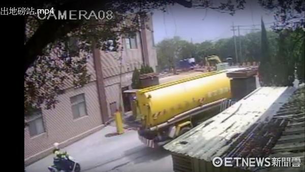 黃姓灑水車司機撞死停等紅燈婦,卻指控警方強逼開故障車,三峽警分局公佈監視畫面和路線圖打臉。(圖/本報資料照)