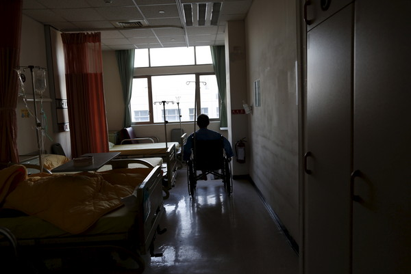 ▲在醫療理賠上保險公司都會調病歷確認是否為既往症。(圖/路透社)