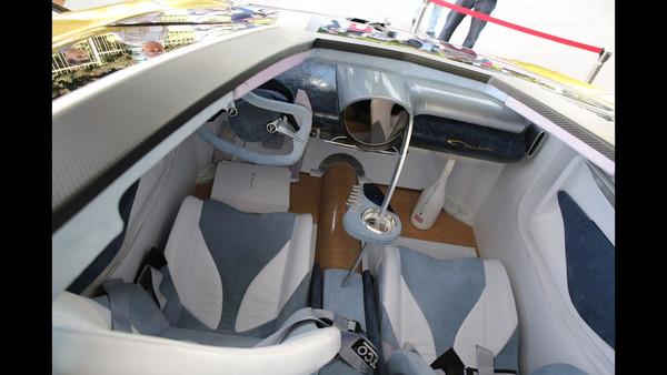 這輛千萬電動超跑有夠「ㄎ一ㄤ」!跑得快,還能在車內養…魚?(圖/翻攝自Motor1)