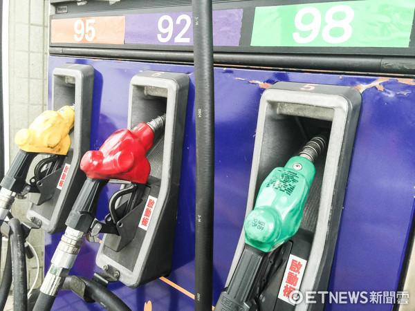 ▲加油,加油站,油價,降價,漲價,加油島,加油機(圖/記者張一中攝)