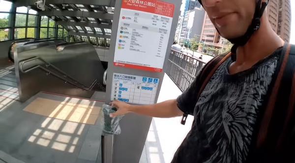 ▲Cjayride拍攝影片諷刺台灣。(圖/翻攝自YouTube)