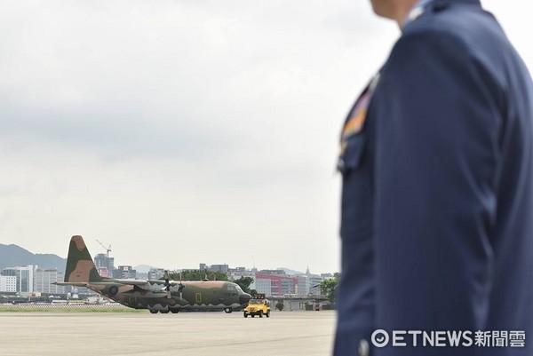 ▲▼空軍出動兩架C-130,運送齊柏林等3人遺體返回台北。(圖/記者李毓康攝)