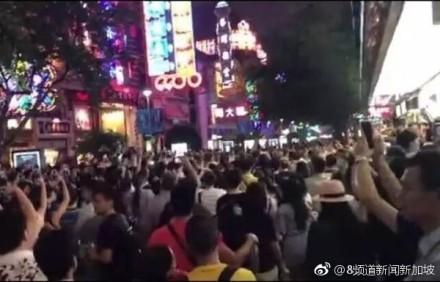 上海南京路爆发示威游行...上千屋主怒吼 微博全删光!