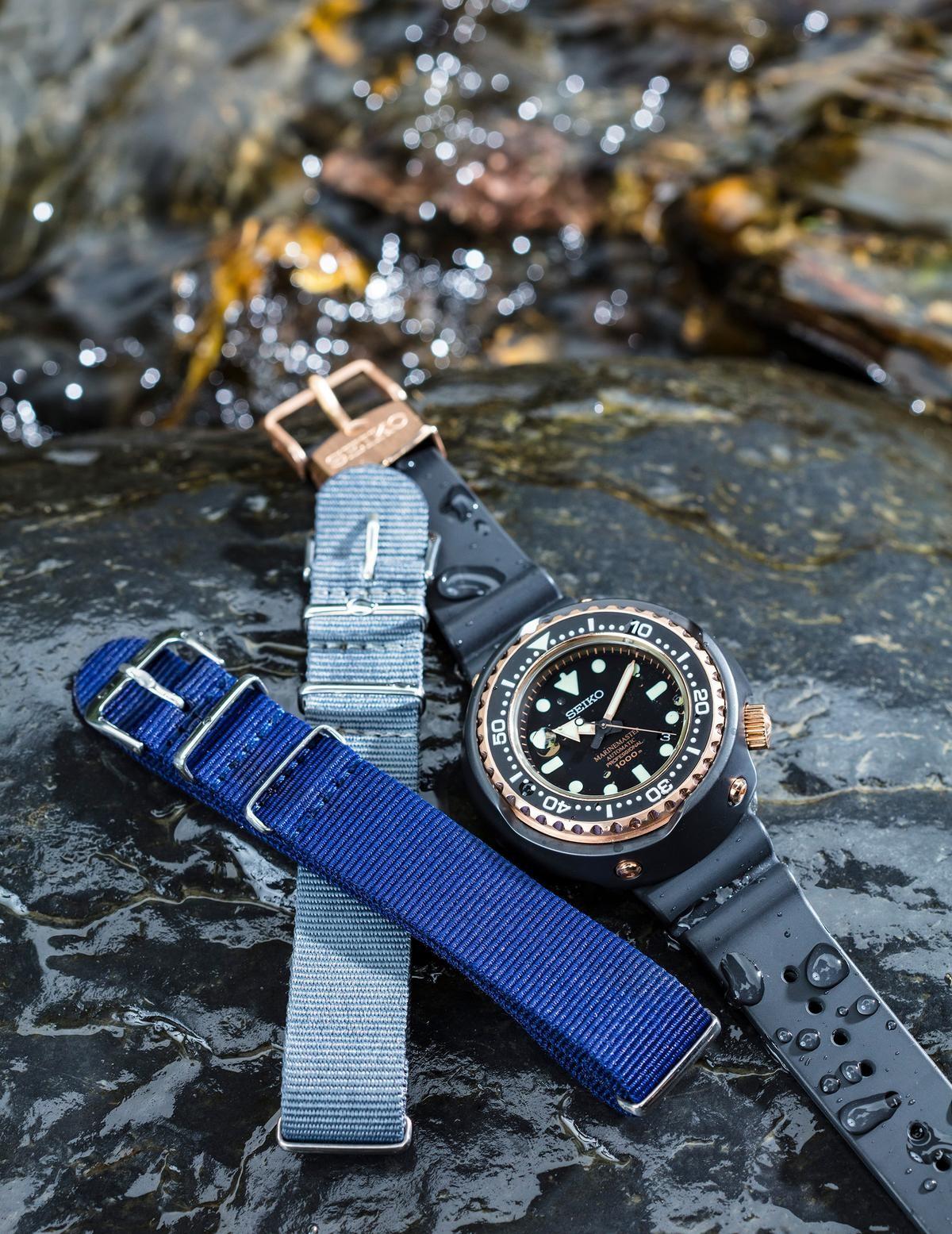 雖然大家習慣性會認為NATO錶帶適合夏天,不過嚴格來說在NATO錶帶容易吸汗,好處是容易清洗跟替換。