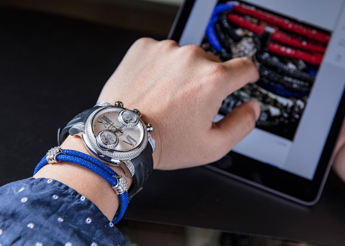 全鑲鑽的GRAGAM劍魚系列,配上魟魚皮材質、純銀鑲鑽的手環,誰說男生不能戴鑽錶?(錶款定價NT$1,148,600,StingHD手環定價NT$190,600)