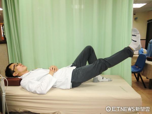 ▲直膝抬腿運動  。(圖/活力得中山脊椎外科醫院提供)