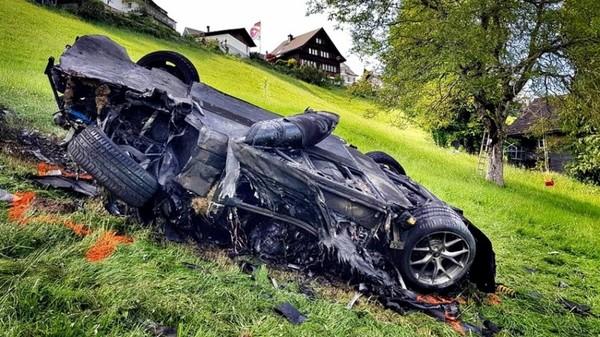汽車節目主持人驚傳翻車意外!限量8輛的電動超跑宣告GG(圖/翻攝自Carscoops)