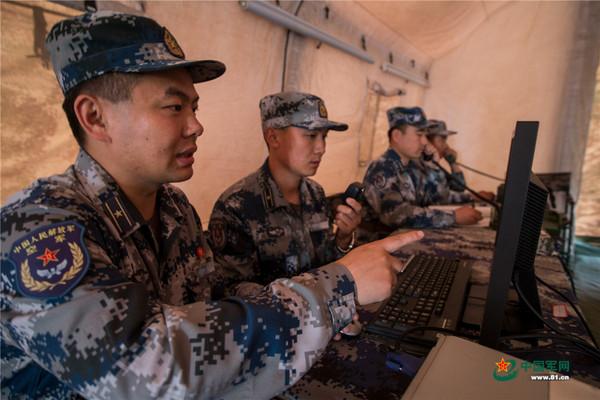 ▲解放軍「藍盾-17」演習中的「實彈抗擊」12日在渤海灣區舉行。(圖/翻攝自《中國軍網》)