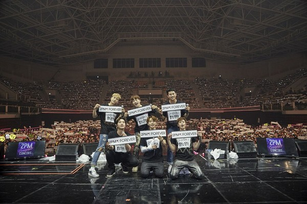 ▲2PM由於Jun. K受傷,2月後半段演唱會取消。(圖/翻攝自2PM臉書)
